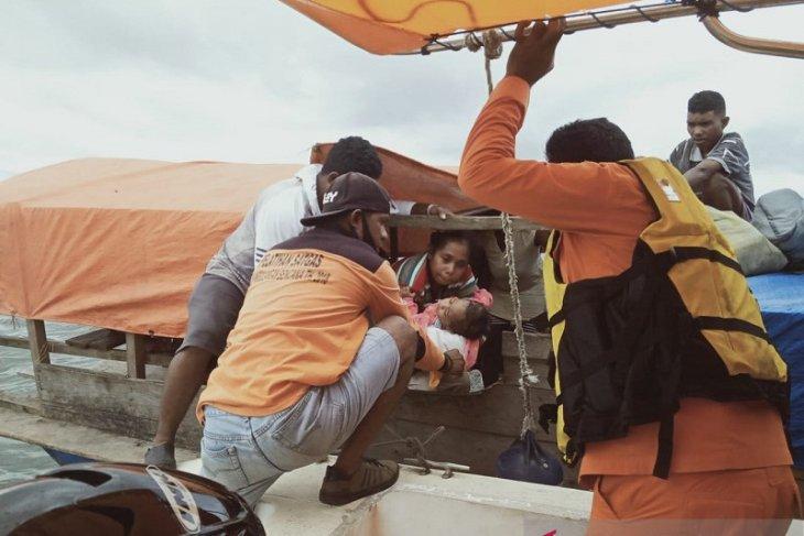 Tim SAR Dobo selamatkan 15 penumpang KMP Kaliang di perairan desa Kujabe