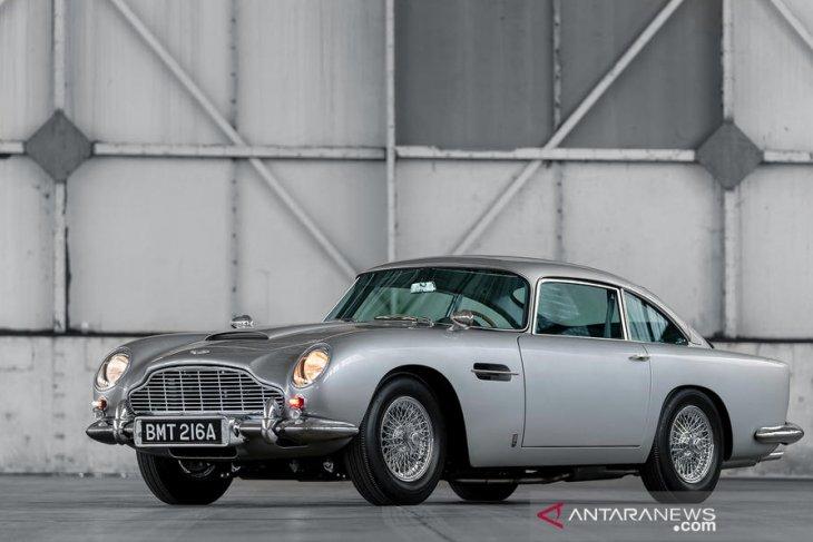 "Aston Martin DB5 Goldfinger Continuation bergaya ala ""James Bond"" 1"