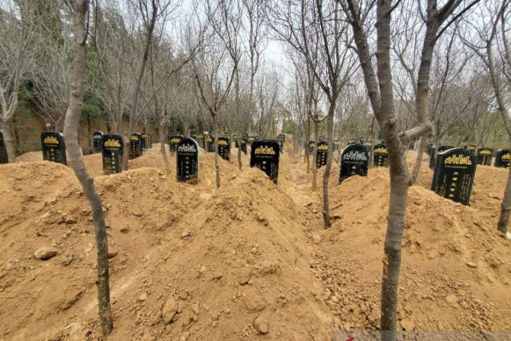Makam santri Paiton, Muhammad Rendra Sampurna, yang menjadi korban tabrak lari di kompleks pemakaman Islam Kota Xianyang, Provinsi Shaanxi, China.