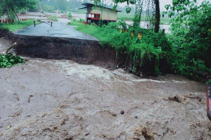 Wamen PUPR berkunjung ke Halut tinjau kondisi infrastruktur setelah banjir