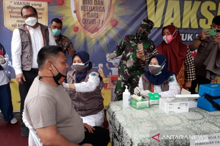 Kapolres Batanghari Orang Pertama di Batanghari yang Disuntik Vaksin