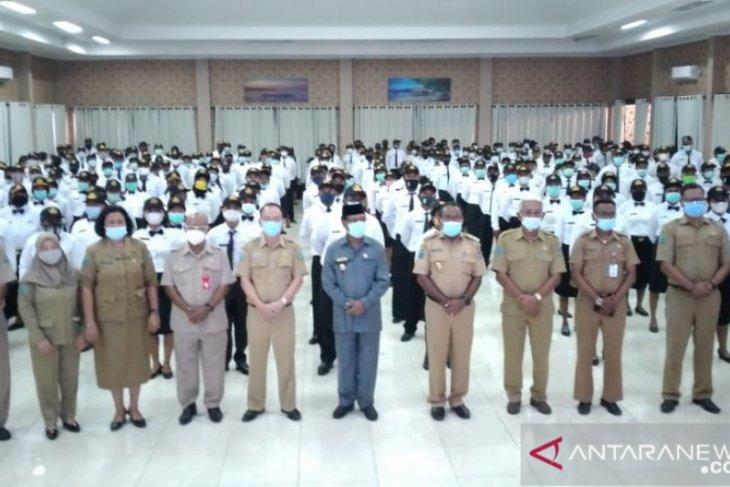 300 CPNS Pemkab Wondama Papua Barat terima SK