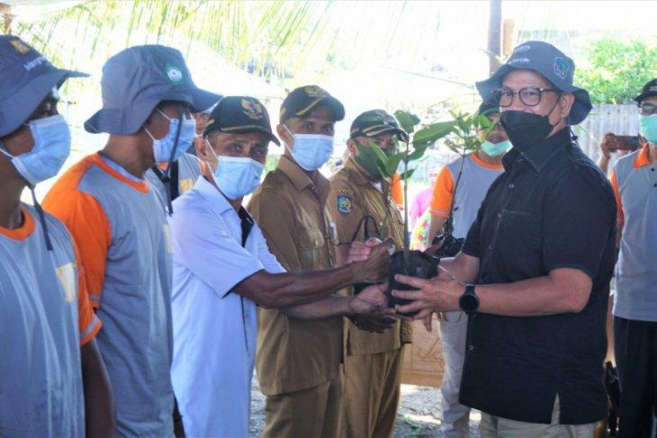 Unkhair dan Harita Nickel tanam 3.000 bibit mangrove