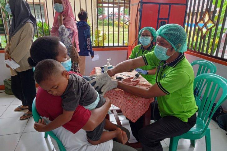 Petrogas dan Pemkab Sorong lakukan pengobatan gratis bagi masyarakat Kampung Arar