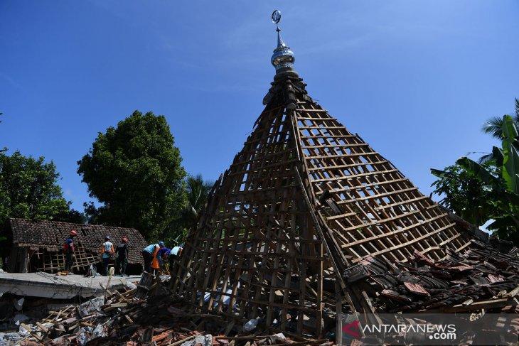 Warga antisipasi jatuhnya reruntuhan pascagempa Malang