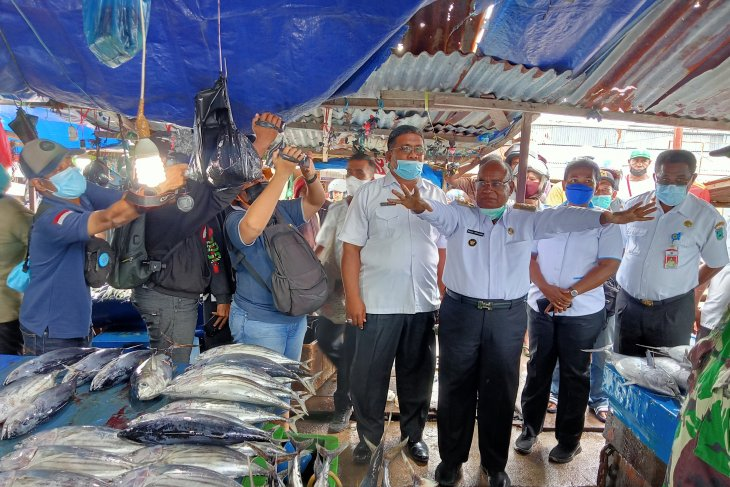 Pedagang Pasar Boswesen Sorong keluhkan pungli kepada Wali Kota