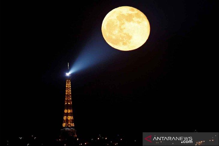 Fenomena Super Pink Moon