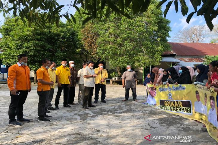 Golkar Aceh bagikan 400 takjil untuk anak yatim dan warga kurang mampu thumbnail