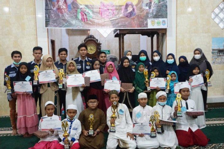 "Anak yatim Aceh Jaya  terima bantuan dana dari komunitas ""Meuripe"" thumbnail"
