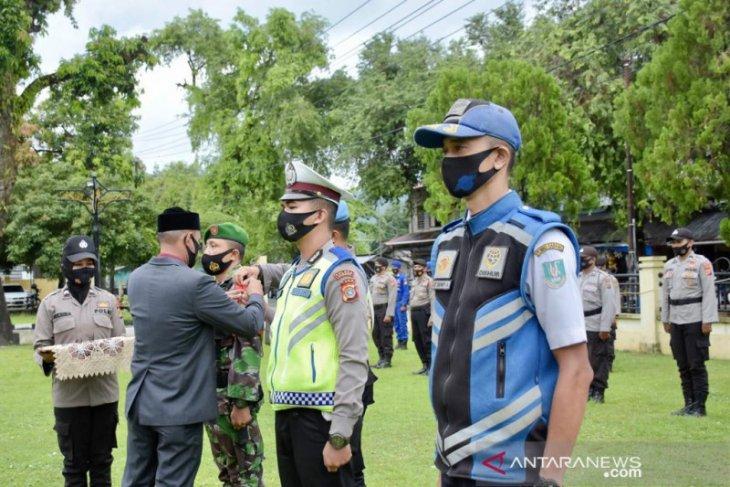 Baca amanat Kapolri, wali kota Sabang pimpin apel operasi ketupat Seulawah 2021 thumbnail