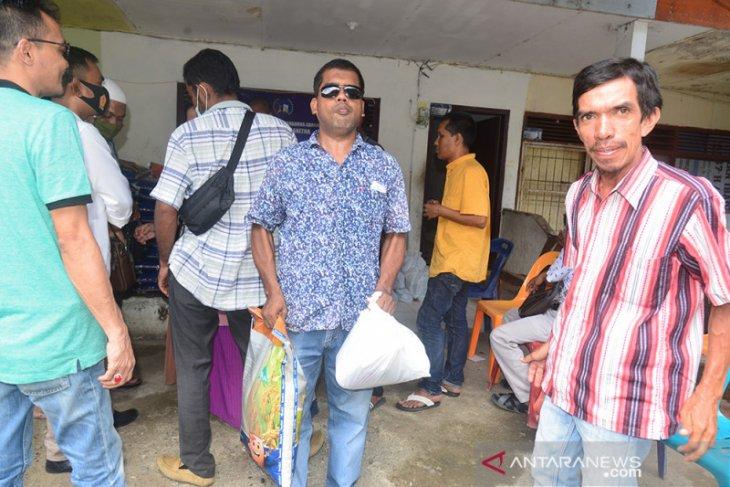Salurkan Sembako untuk Tunanetra Terdampak COVID-19 thumbnail
