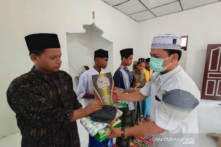 Jurnalis santuni anak yatim Aceh Timur thumbnail