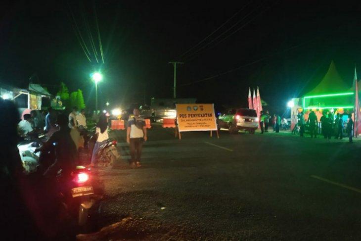 Dilarang lewat, belasan mobil penumpang tertahan di Aceh Jaya thumbnail