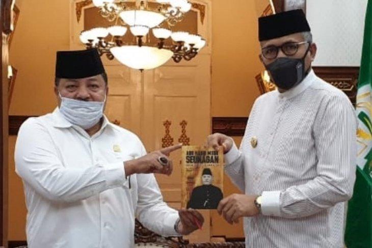 Temui gubernur, buku sejarah Habib Muda Seunagan akan disebar ke sekolah di Aceh thumbnail