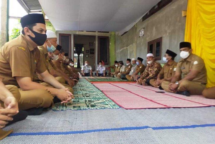 Bupati dan OPD Aceh Timur gelar tahlilan di kediaman ulama thumbnail