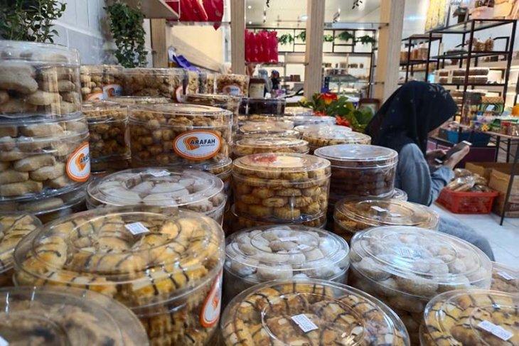 Jelang lebaran, toko kue kering di Simeulue banjir pembeli thumbnail