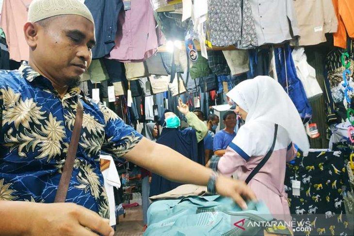 Penyekatan perbatasan berkah bagi pedagang pakaian thumbnail