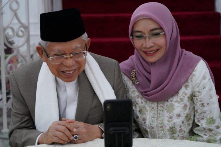 Presiden bersilaturahmi dengan Wapres dan istri secara daring thumbnail