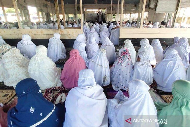 Jamaah shalat Idul Fitri padati masjid di Aceh Timur thumbnail