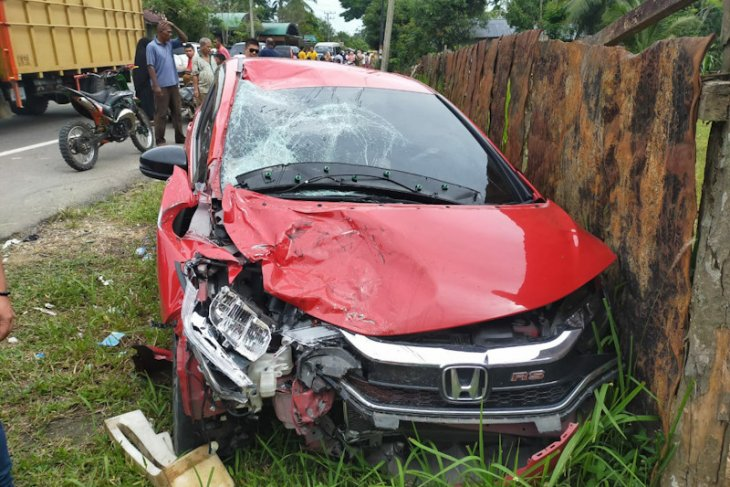 Suami istri beserta anak tewas ditabrak dua mobil di Aceh Timur thumbnail