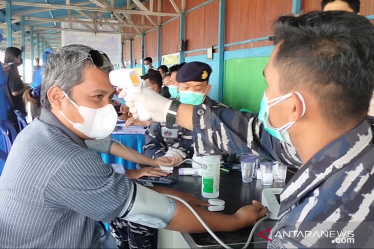 TNI AL gelar vaksinasi bagi 100 warga Manokwari