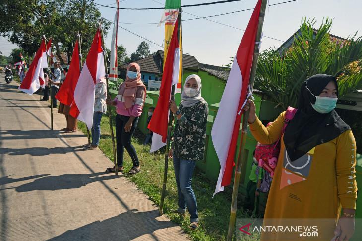 Gerakan pengibaran 1.000 bendera Merah Putih di Serang