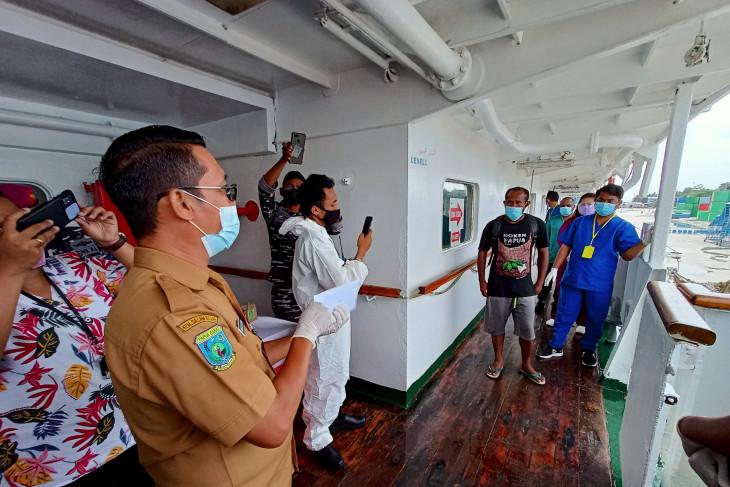 Satu pasien isolasi terapung di kota Sorong sembuh diturunkan dari KM Sirimau