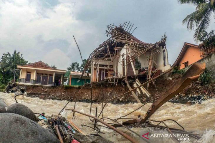 Banjir bandang terjang empat kecamatan di Kabupaten Bogor