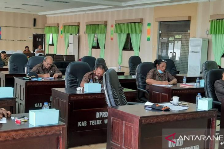 Legislatif minta jalan Windesi-Werianggi kabupaten Wondama diperbaiki