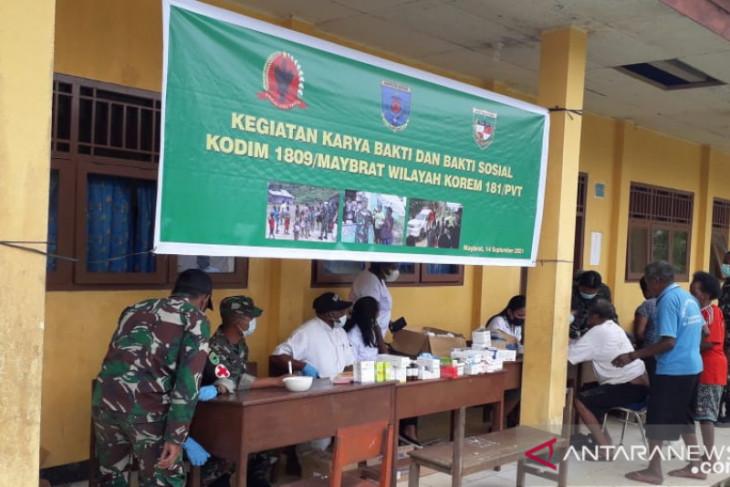 TNI AD gelar pengobatan gratis bagi pengungsi Aifat kabupaten Maybrat