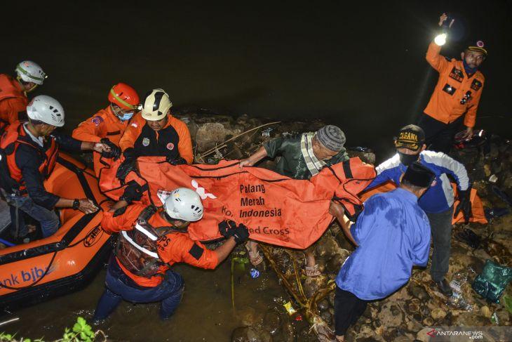 Sebelas siswa MTS di Ciamis tewas tenggelam saat kegiatan Pramuka susur sungai