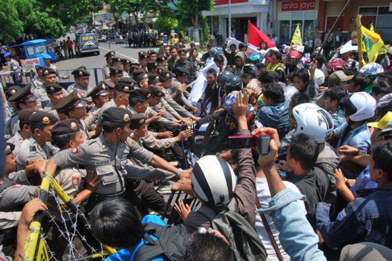 Demonstrasi GMNI Jember peringati hari aksara ricuh