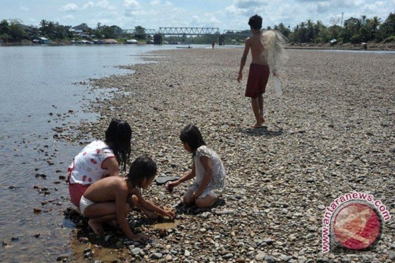 Sejumlah kecamatan di perbatasan Kalbar-Malaysia kesulitan air bersih
