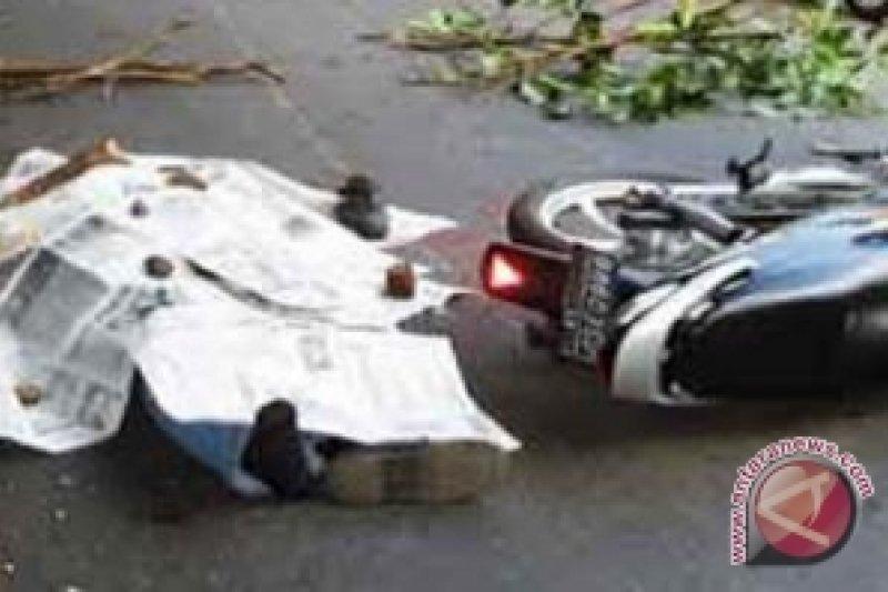 Fuso Tabrak Sepeda Motor, Dua Tewas