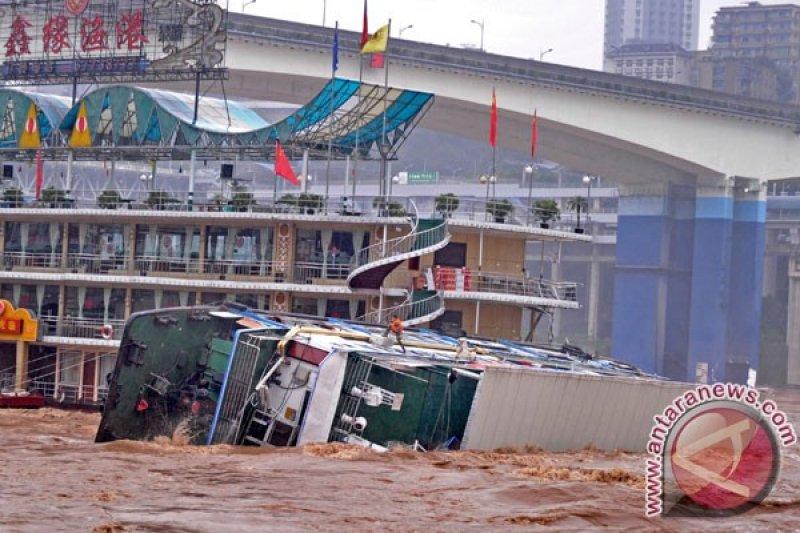 Hujan lebat di China selatan menewaskan 16 orang