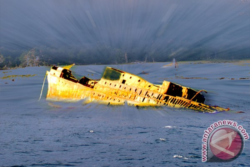 SAR Lantamal VI sisir kapal karam di perairan pelabuhan Makassar