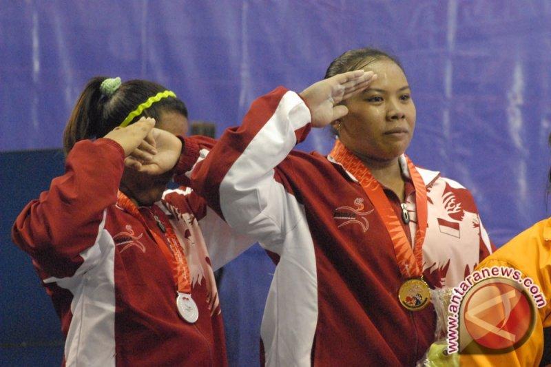 Atlet Lampung Adelia Prasasti menangi angkat besi kelas 40kg putri