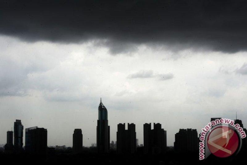 BMKG minta warga waspadai hujan petir di wilayah Jakarta