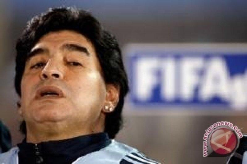 Maradona memberikan dukungan moral kepada Timnas Argentina