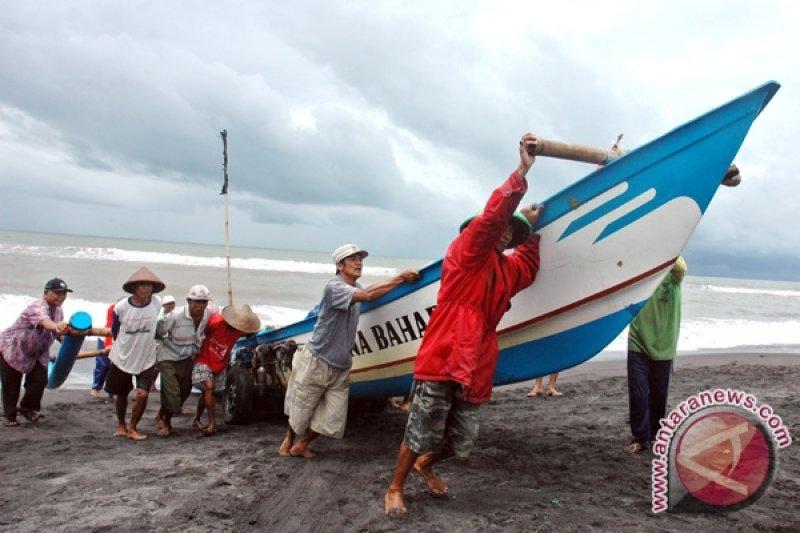 DKP Kulon Progo serahkan bantuan asuransi nelayan