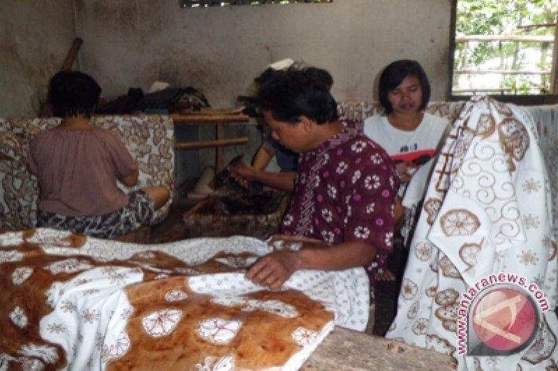 Pemkab Gunung Kidul dorong perajin batik berinovasi