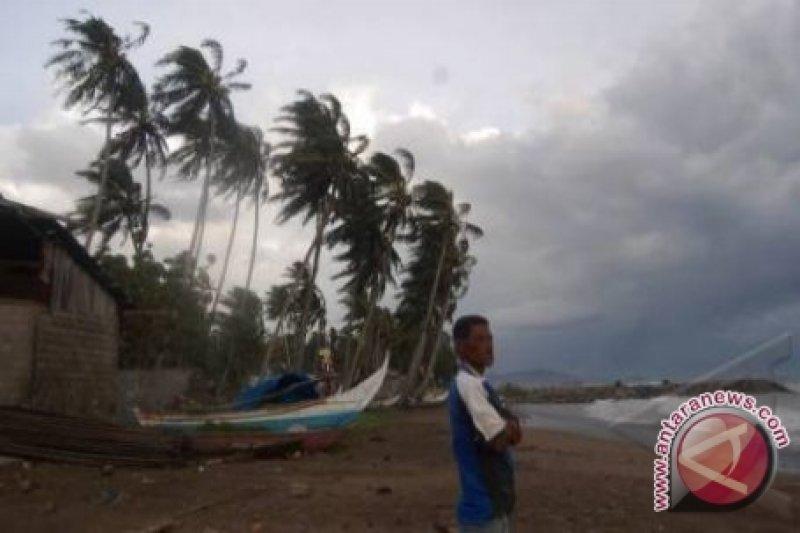 Kamboja Ingatkan Bahaya Badai Petir