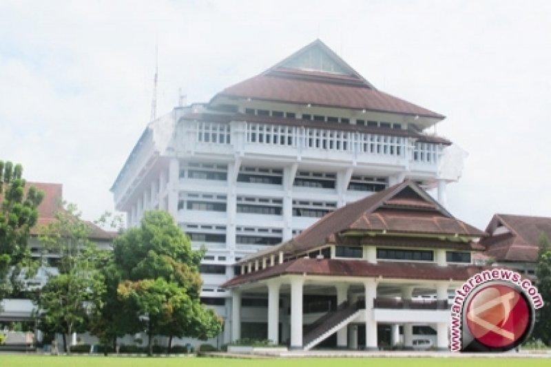 Plafon rapat kantor gubernur ambruk