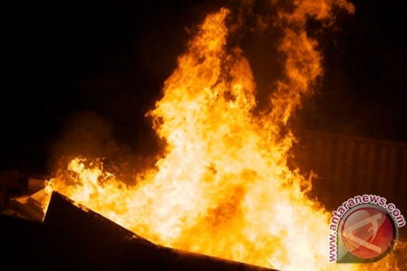 Dua toko di Barito Selatan nyaris ludes terbakar