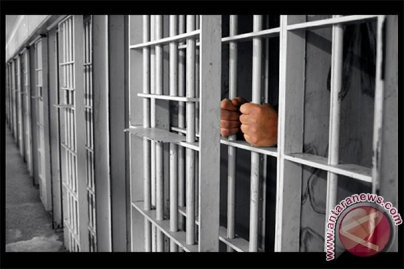 50 petugas Lapas Sidoarjo geledah kamar narapidana