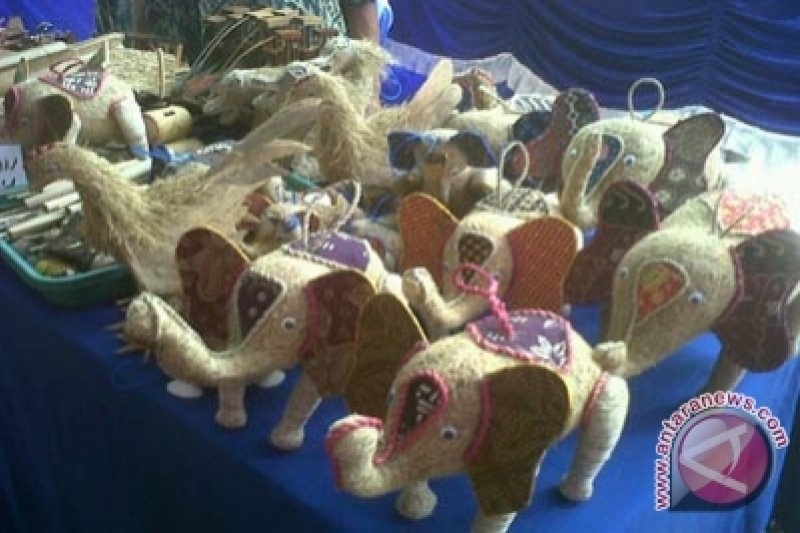 Perajin akar wangi Gunung Kidul produksi souvenir