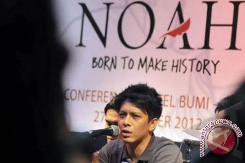 """""""Raja Negeriku"""" Awali Konser Noah Di Surabaya"""