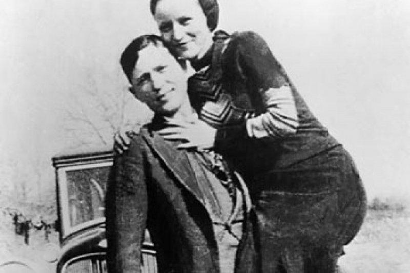 Barang-barang duo kriminal Bonnie dan Clyde terjual 186.000 dolar