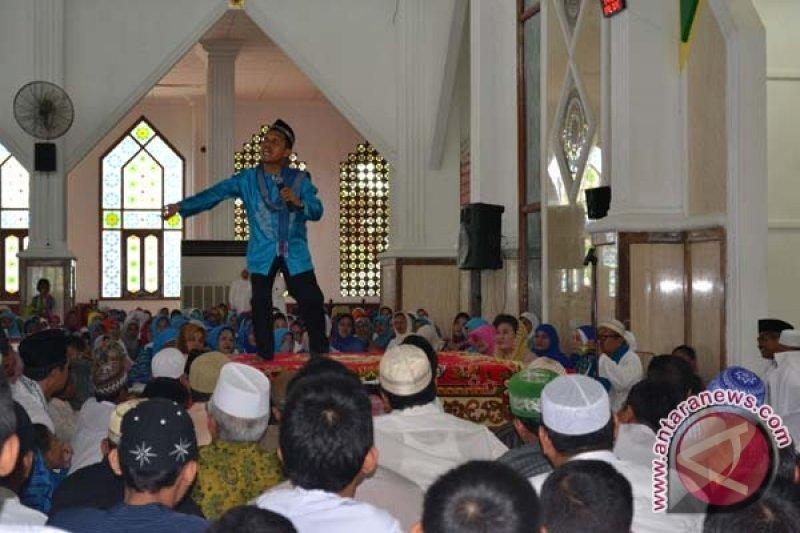 Ustadz Maulana `hipnotis` Majelis Taklim Di Kendari