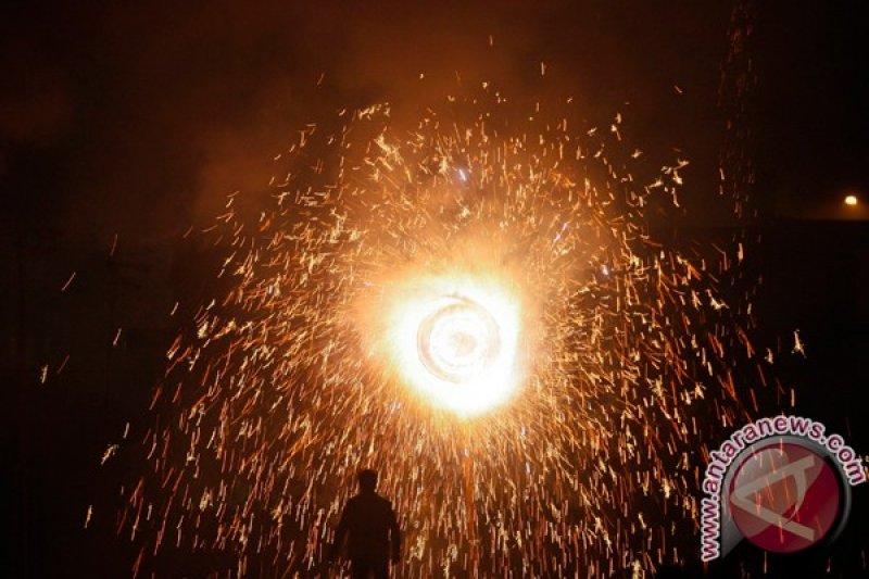 14 orang tewas akibat ledakan di pabrik kembang api India